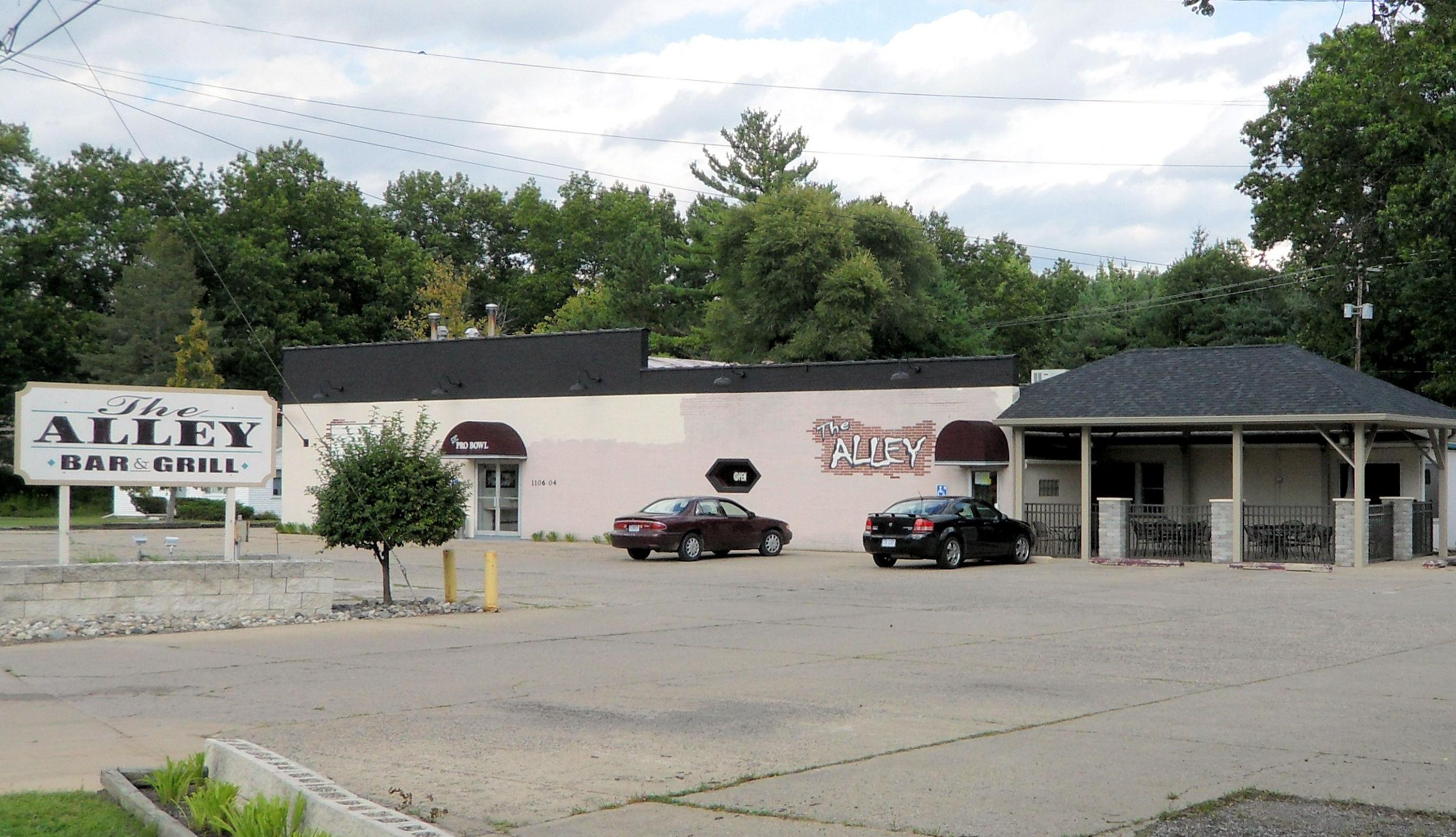 Alley Bar Grill, Saint Charles MI