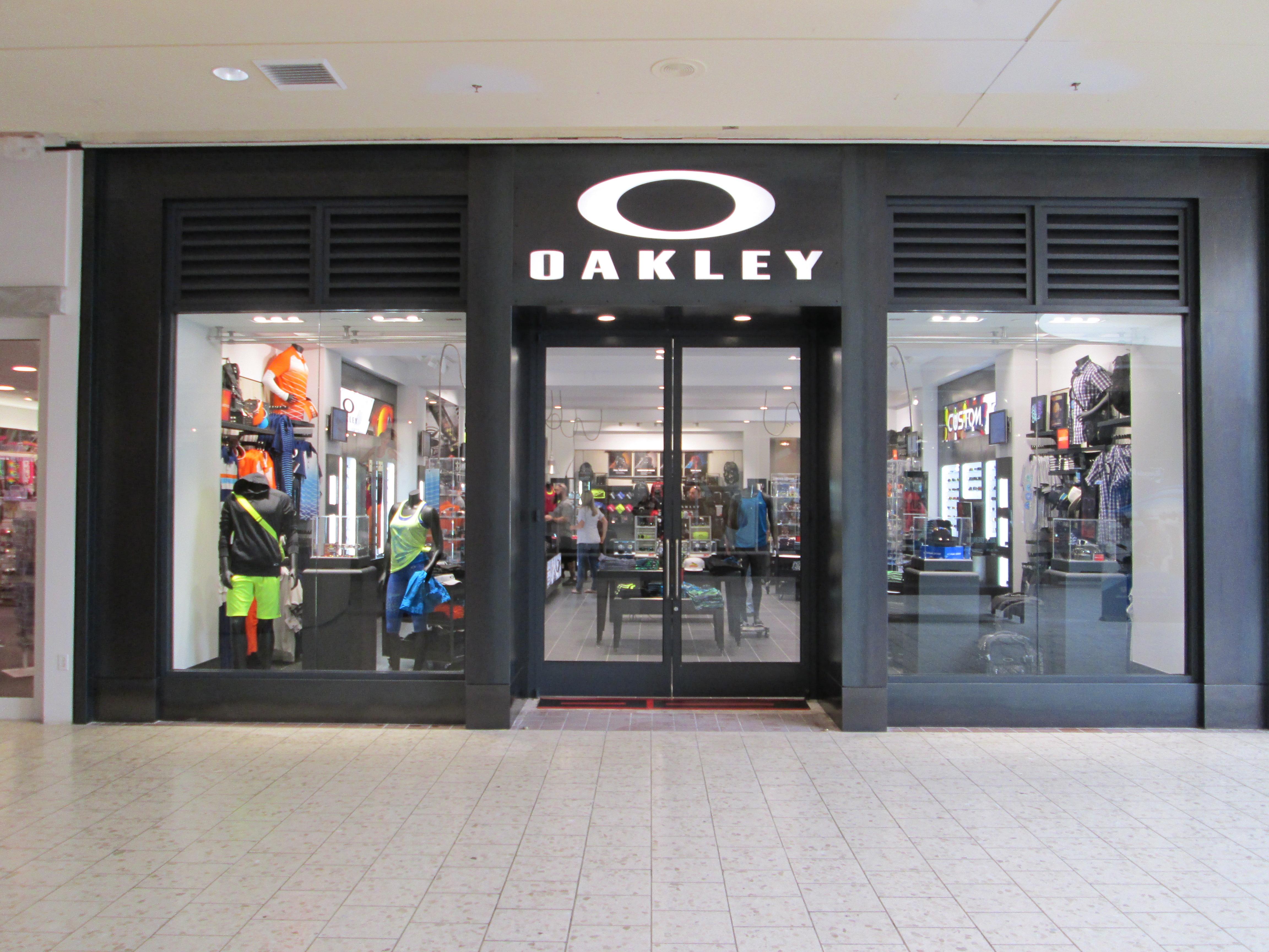 oakley baybrook mall