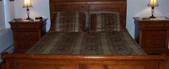 Locust Tree Bed & Breakfast, Canaan CT