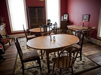 1818 Main Street Bed and Breakfast, Glasgow KY