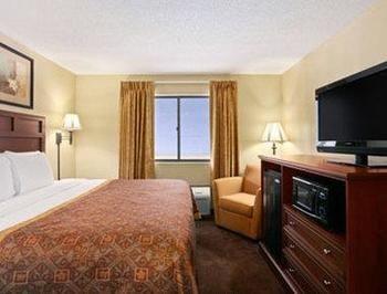 Greenstay Hotel & Suites, Saint James MO