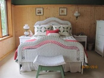 Xanadu Island Bed and Breakfast and Restaurant, Battle Lake MN