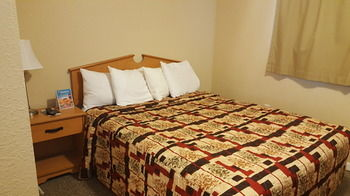 Knights Inn & Suites, Grand Forks ND