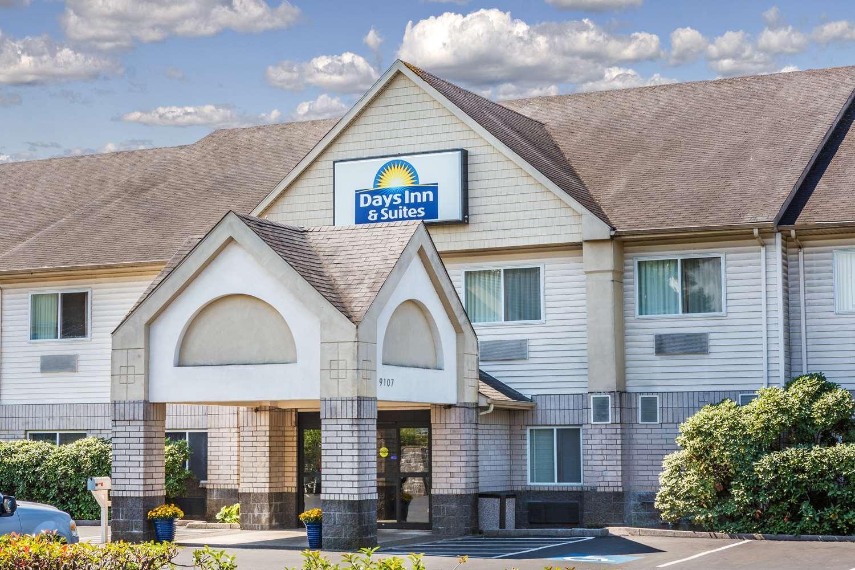 Days Inn Amp Suites Vancouver Vancouver Wa 98662 Yp Com