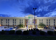 Holiday Inn Express & Suites Fort Atkinson - Fort Atkinson, WI