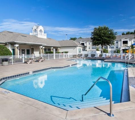 Charleston Club Apartments - Sanford, FL