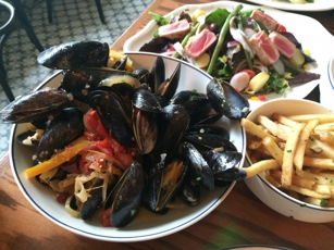 Mussels and French fries at Klyde