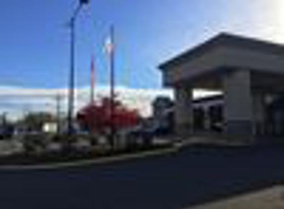Holiday Inn Danbury-Bethel at I-84 - Danbury, CT