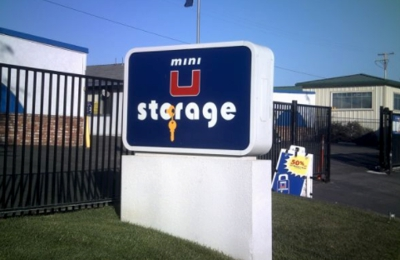 Mini U Storage - Newport Beach, CA
