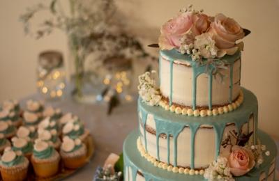 The Dessert Tray - Beaverton, OR. Wedding cake & cupcakes by Dessert Tray