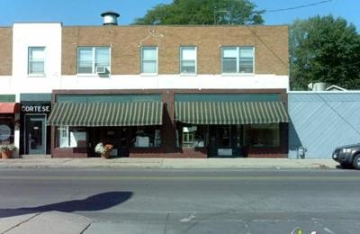 Aim Kitchen & Bath 2624 Beaver Ave, Des Moines, IA 50310 - YP.com