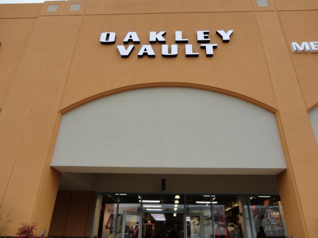 67171a25e3 Oakley Vault 300 Tanger Blvd Ste 435