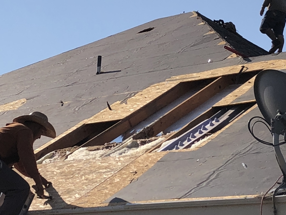 Lon Smith Roofing - Fort Worth, TX. Making repairs