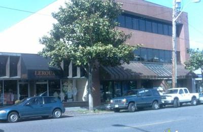 Laurie's Village Salon - Seattle, WA