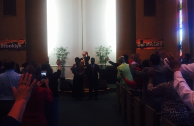Oakland Tabernacle - Oakland, CA. Holy Spirit is moving !
