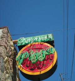 Zayna's Pizza - Milwaukee, WI