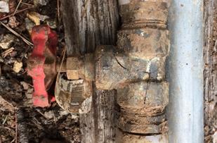 Cheap fixture fractured by overtightened nut, thX Mack.