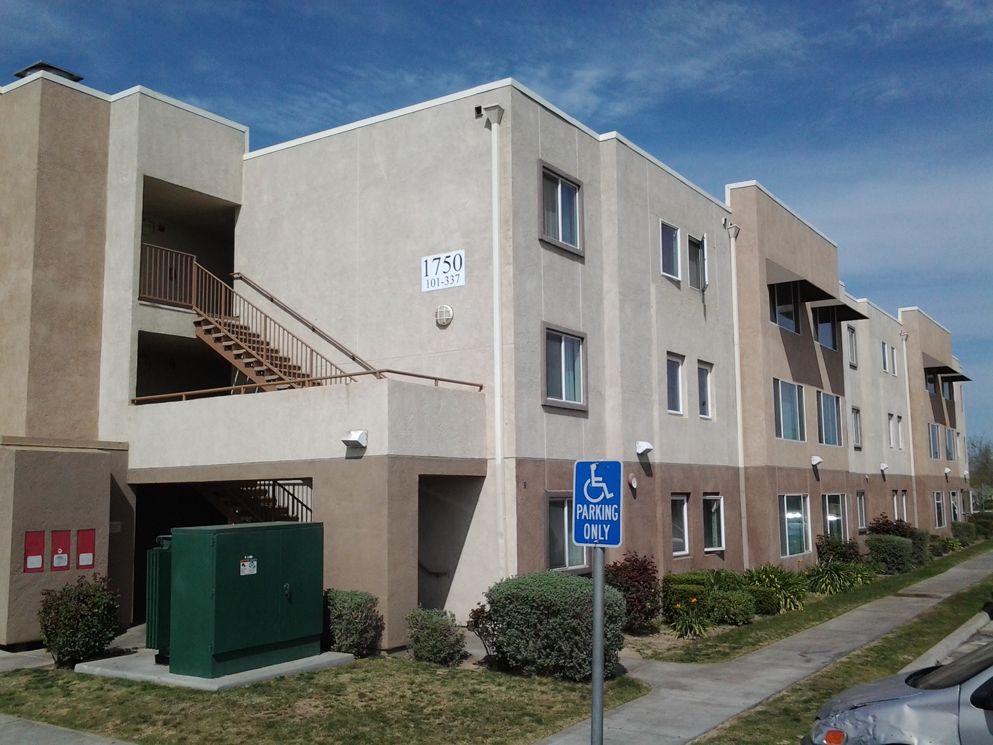 THE CAMELLIAS APARTMENTS AND HOMES 1760 Cheatham Ave Bakersfield