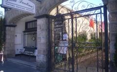 Della Santina's