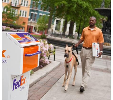 FedEx Ship Center - Merced, CA