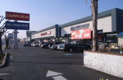 bespaar nog een kans eerste blik SKECHERS Factory Outlet 86 E Shaw Ave, Fresno, CA 93710 - YP.com