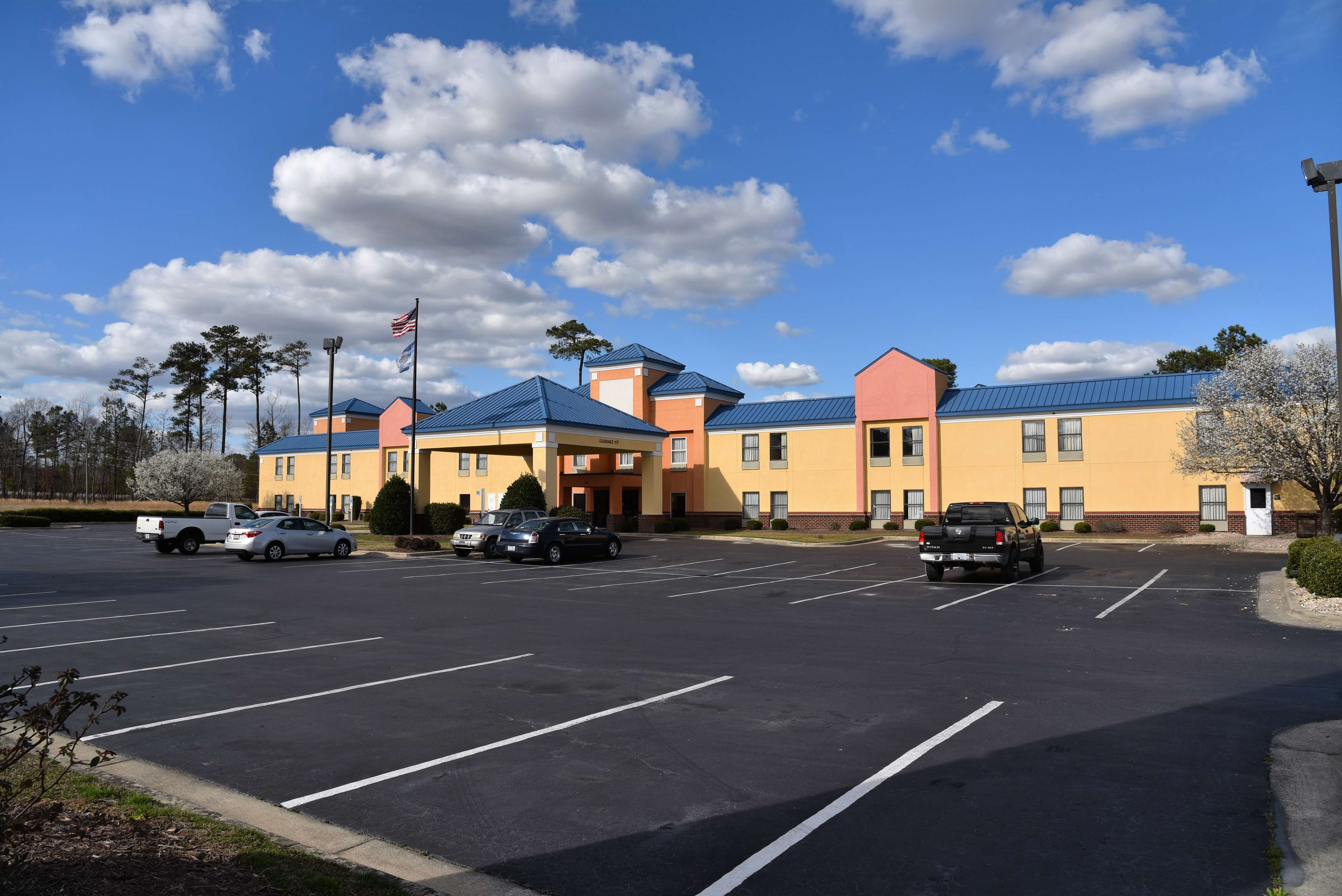 Surestay Plus Hotel By Best Western Tarboro 102 Market Centre Dr Nc 27886 Yp