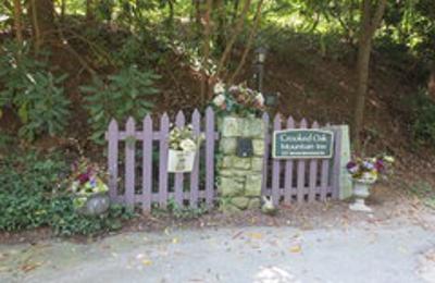Crooked Oak Mountain Inn - Asheville, NC