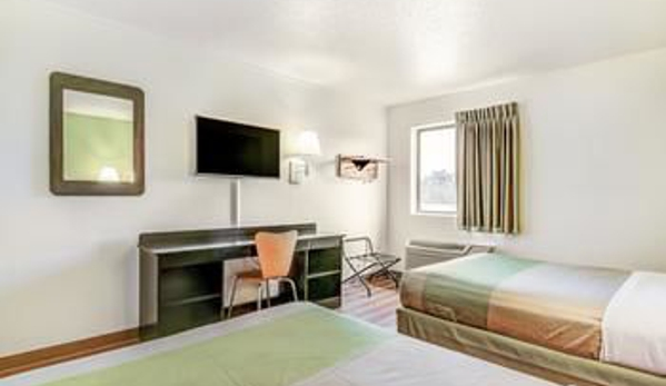 Motel 6 Madison North - Madison, WI