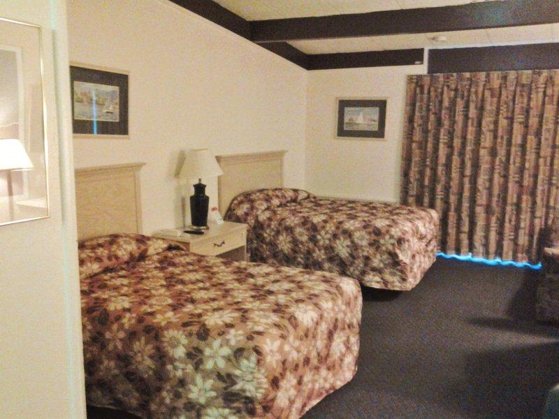 America's Best Inn 35 28th St SW, Grand Rapids, MI 49548 - YP.com