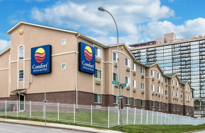 Comfort Inn & Suites Kansas City Downtown - Kansas City, MO