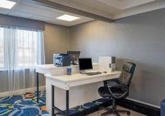 Holiday Inn Express & Suites Easton - Easton, PA
