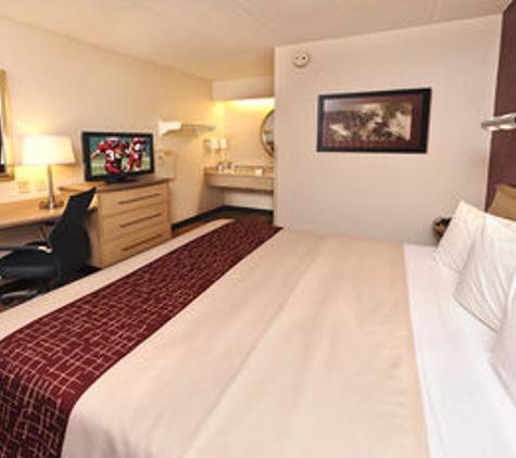 Red Roof Inn - Asheville, NC