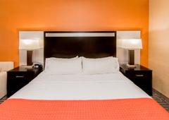 West Bay Beach, A Holiday Inn Resort - Traverse City, MI
