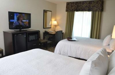 Hampton Inn & Suites Sharon - West Middlesex, PA