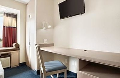 Microtel Inn & Suites by Wyndham Louisville East - Louisville, KY