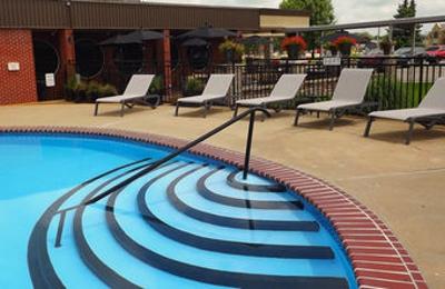 Unique Suites Hotel - Charleston, IL