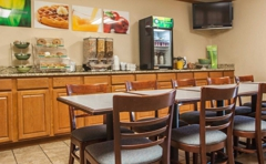 Quality Inn & Suites Eldridge Davenport North