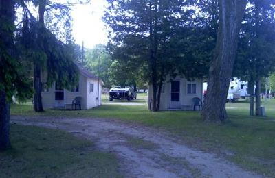 Uhrick's Lincoln Log Motel - Charlevoix, MI